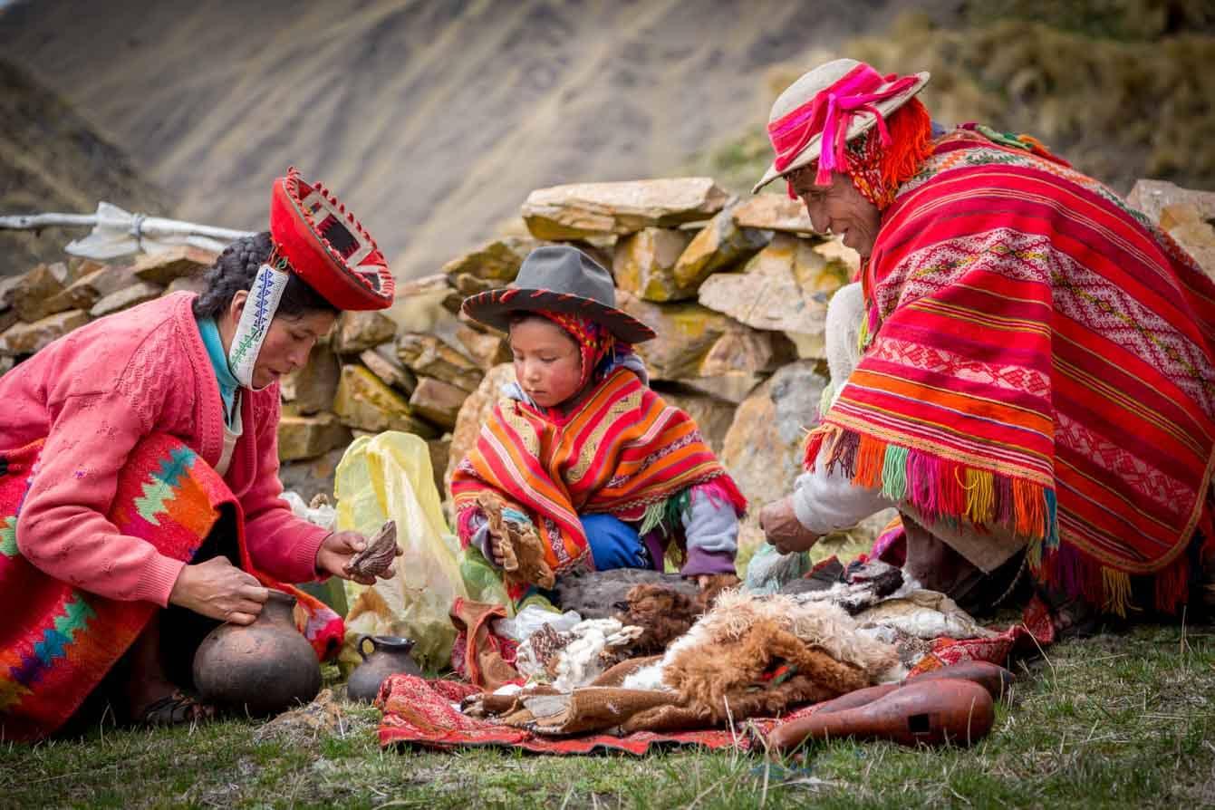 ancestral customs lares trek